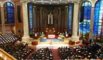 ▲ 2016 한국교회 부활절 연합예배에 참석한 목회자와 성도들은 부활의 생명이 온누리에 퍼져 나가기를 한 목소리로 기도했다.